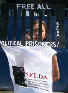 As formal talks begin, over 500 political prisoners still detained