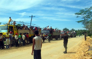 The refugees were stopped in military checkpoints 11 times, extending a normally two-hour drive from Lianga to Tandag to 10 hours. (Photo by Dee Ayroso / bulatlat.com)