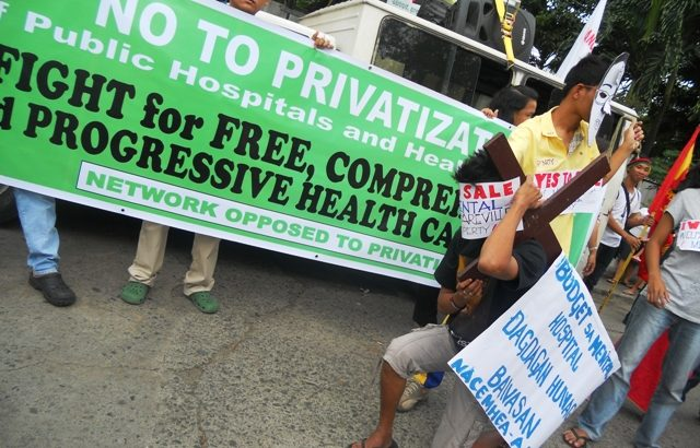 Patients, health workers join protests against privatization of gov't hospitals