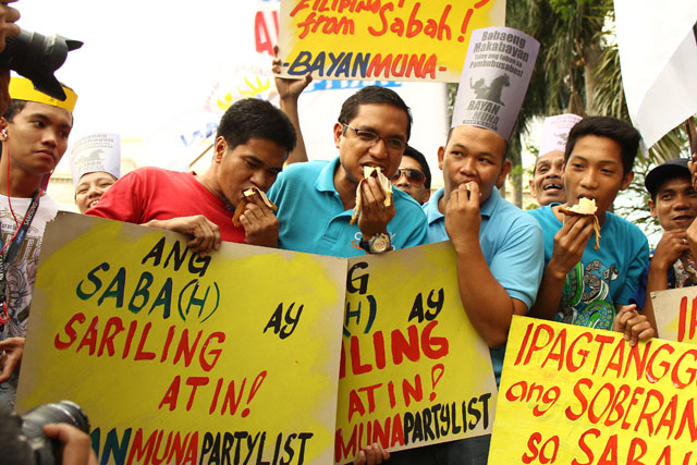 Casiño leads symbolic eating of 'saba' to press country's claim over Sabah