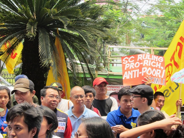 Makabayan coalition of partylist groups in a rally in front of Comelec Apr 8