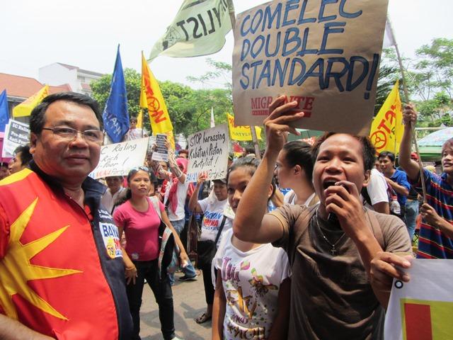 Bulatlat File Photo: Bayan Muna Partylist Rep. Neri Colmenares in a rally in front of Comelec Apr 8