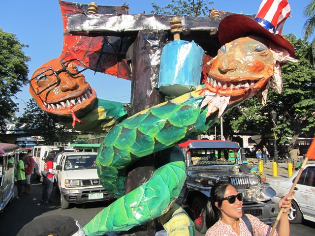 An effigy depicting 'traitorous' Phil. Pres. Noynoy Aquino and U.S. Pres. Barack Obama being prepared for the march to Mendiola from Liwasang Bonifacio (Photo by M. Salamat)