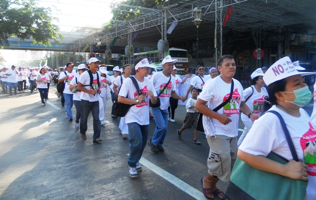 Health workers against privatization of government hospitals. (Photo by Anne Marxze D. Umil / bulatlat.com)