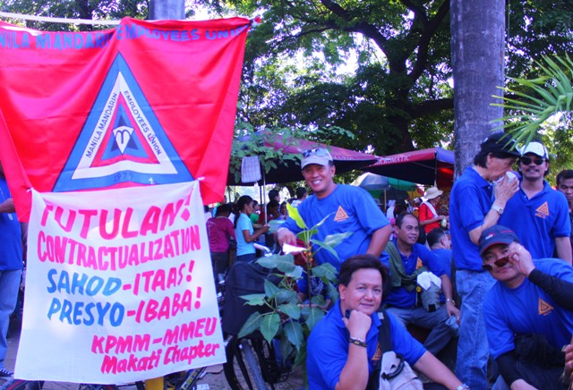 Employees of the Mandarin Hotel call for an end to contractualization. (Photo by Ronalyn V. Olea/ bulatlat.com)
