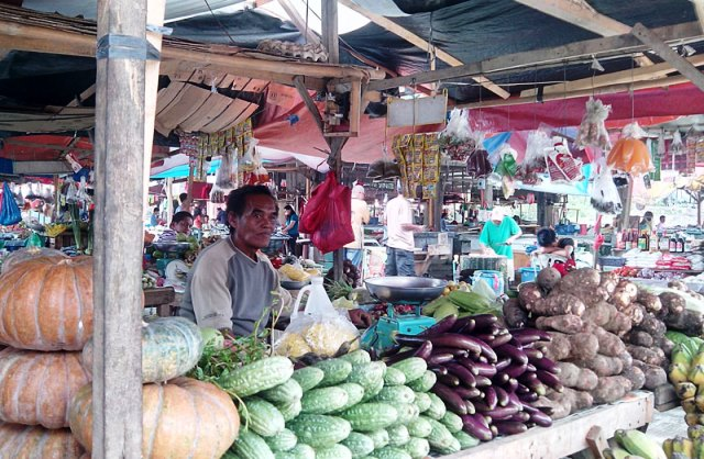 Market vendor Abing Bacalso. (davaotoday.com photo by John Rizle L. Saligumba)