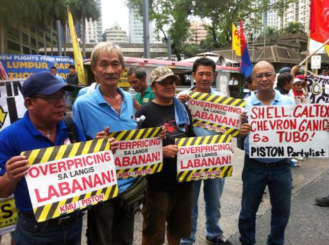 Drivers allied with Piston protest weekly oil price hikes in front of Petron offices, Jun 11 (Photo by Randy R. Evangelista / www.bulatlat.com)