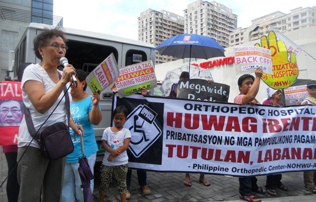 Anti-privatization group picket office of lone bidder to Orthopedic Center modernization project
