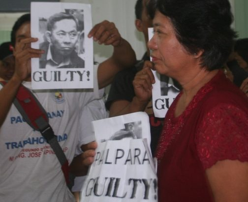 Mothers of missing UP students assail Palparan's 'delaying tactics'