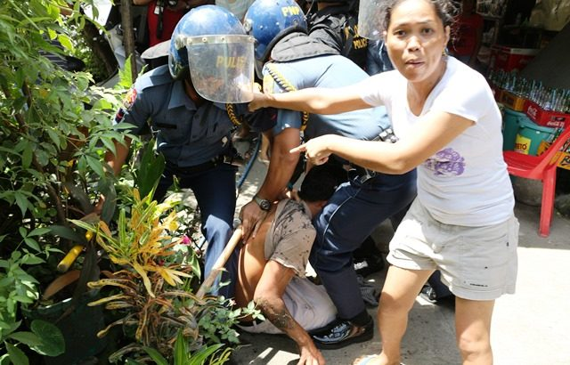 Police arrest residents opposed to demolition