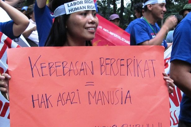 Indonesian workers battle high prices, low wages despite producing oil, registering growth rates