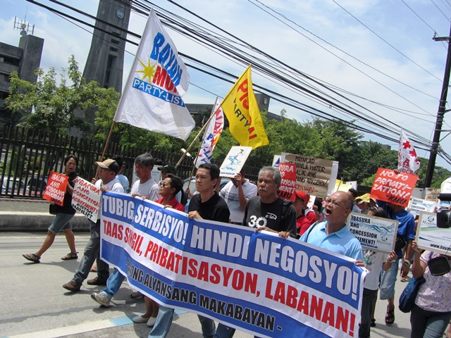 Bulatlat picture protesters vs privatization