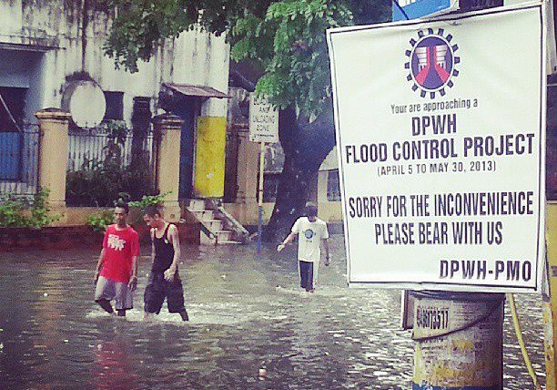 Residents wading through flooded streets months after the supposed completion of a flood control project. (Photo by Jocel de Guzman/bulatlat.com)