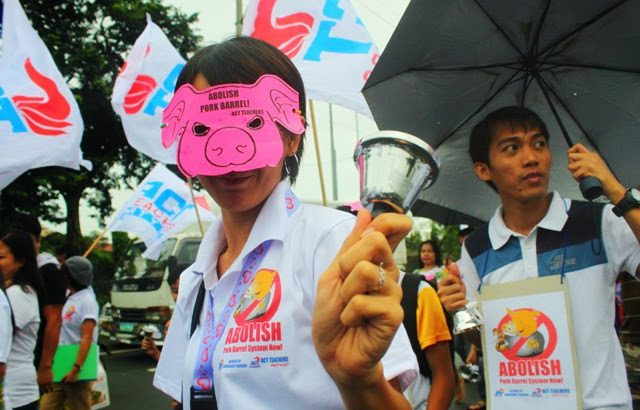 Filipinos unite against pork barrel