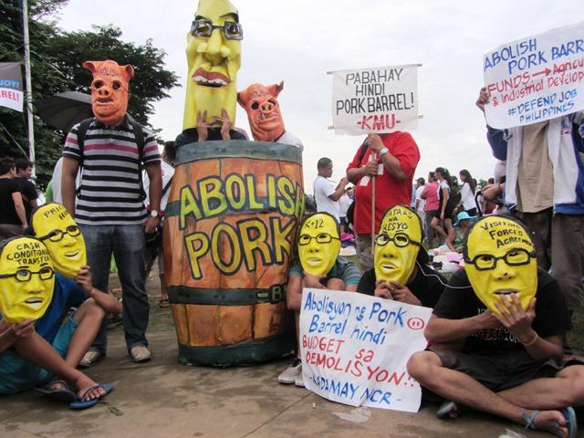 pork_pipol_posed_here