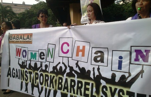 Women form chain against the pork barrel, corruption