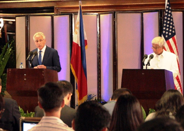 Manila, August 30, 2013 – U.S. Secretary of Defense Chuck Hagel meets with Philippine Defense Secretary Voltaire Gazmin and interacts with the members of the press during Hagel's visit to Malacañan. They mark also the 62nd anniversary of the Mutual Defense Treaty between the Philippines and the U.S. (Photo from US Embassy in Manila)