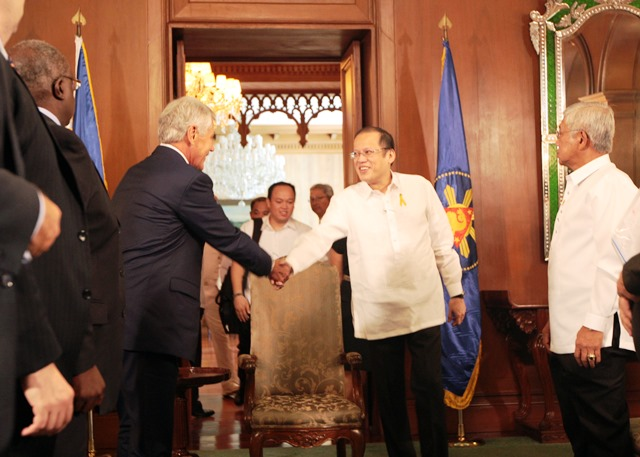 Manila, August 30, 2013 – U.S. Secretary of Defense Chuck Hagel meets with President Benigno Aquino III at the Malacañan Palace. (Photo from US Embassy in Manila)