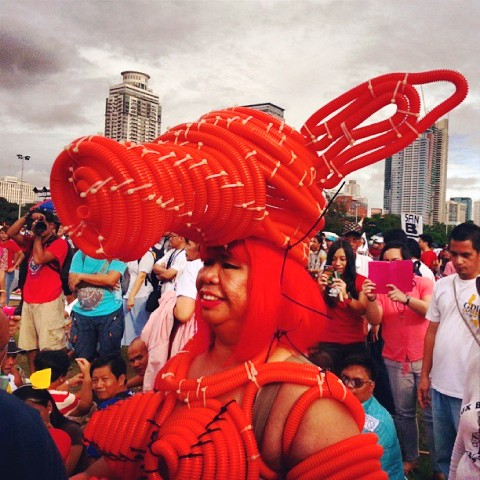 Juana Change joins #Forwardmarch as Janet Napoles. At the program, she tells public it has all been arranged:  her luxurious, grand vacation aka jail term; her eventual release in the future. (Photo by Carlos Maningat / www.bulatlat.com)