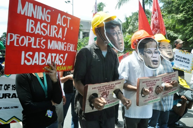 Defend Patrimony in a picket at CCP Road Sept 11 (Photo courtesy of Clemente Bautista / www.bulatlat.com)