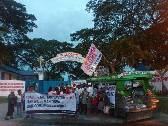 Supporters of Hacienda Luisita 11 hold vigil protest in front of Camp Gen. Francisco Macabulos. (Photo by J. Ellao / Bulatlat.com)