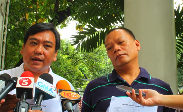 Lawyer Ephraim Cortez (left) explains the charges Rolly Mira Panesa filed against several military and police officers and alleged rebel returnees. (Photo by Ronalyn V. Olea/Bulatlat.com)