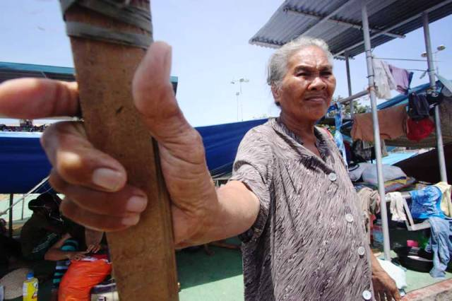"Langka Tanda, a 65-year-old widow, finds life at Zamboanga city's largest evacuation centre difficult. ""The food queues are very long and the heat unbearable,"" said Langka. She lost her home in the fighting. (Photo by Karlos Manlupig, courtesy of ICRC)"