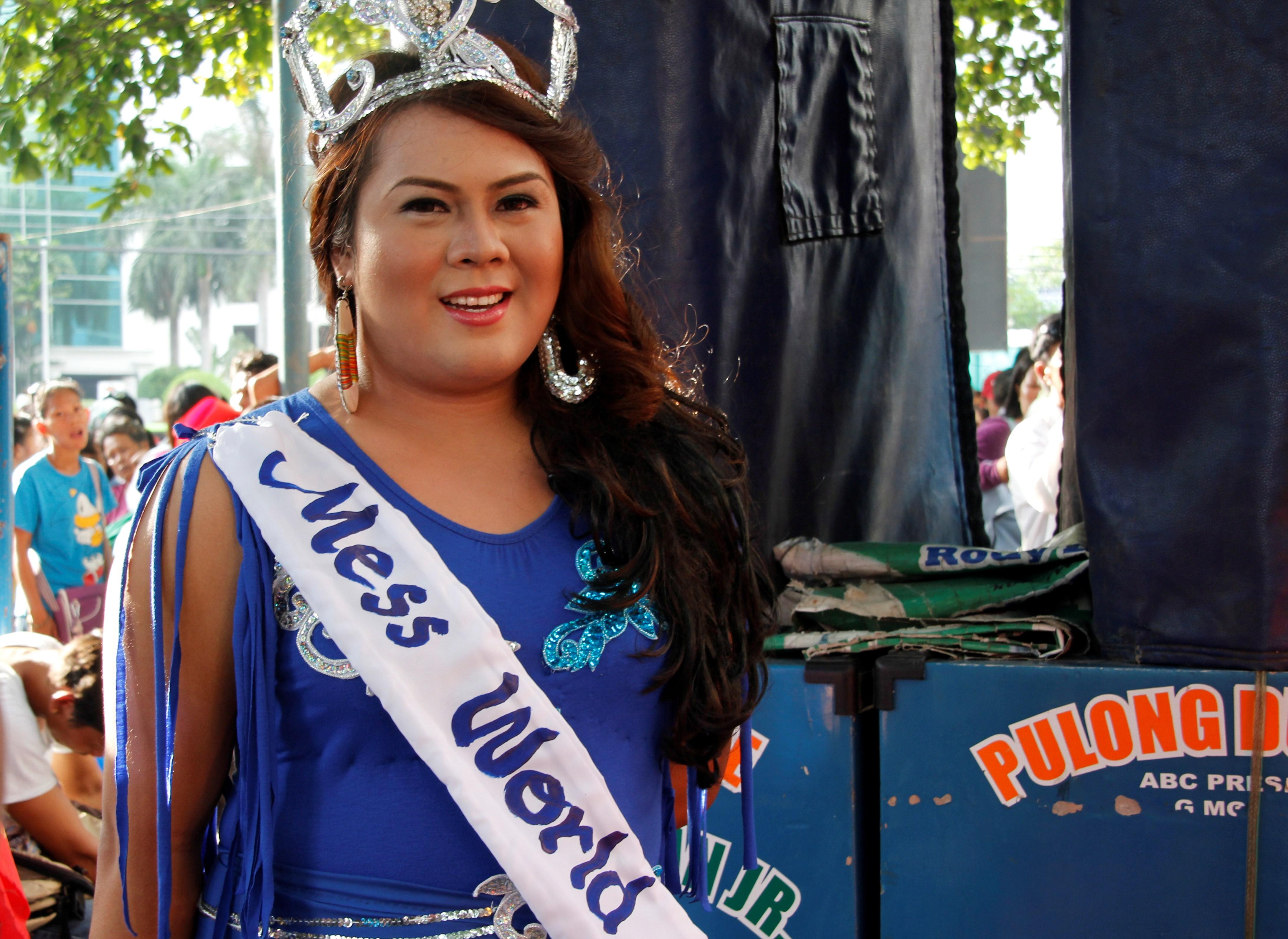 'Megan Yan' arrives at the anti-pork rally. (photo by Medel V. Hernani)