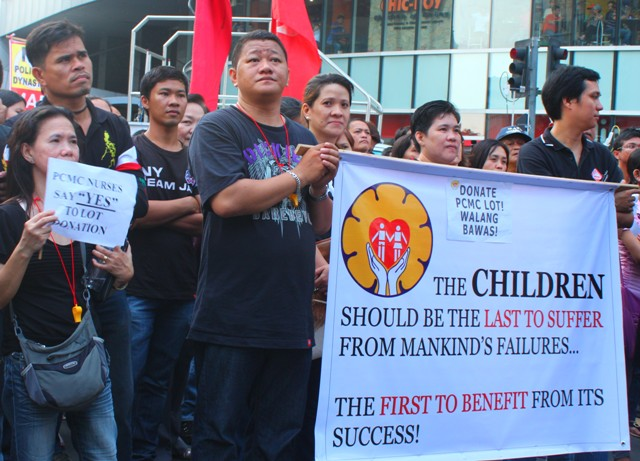 Doctors, nurses and employees of the Philippine Children's Medical Center (PCMC) join the Million People March in Ayala, Makati, Oct. 4. (Photo by Ronalyn V. Olea/ Bulatlat.com)