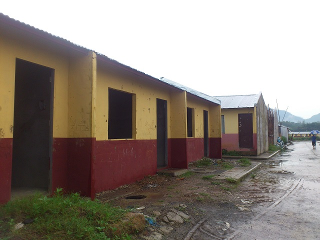 Row houses in a relocation site in Rodriguez, Rizal. (Photo by J. Ellao / Bulatlat.com)