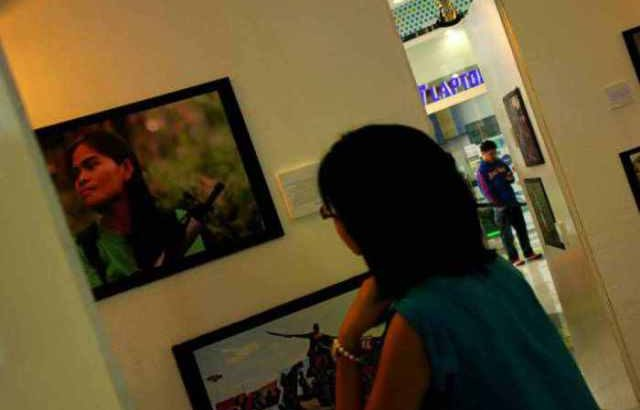 Police, soldiers dismantle parts of photo exhibit about Bonifacio