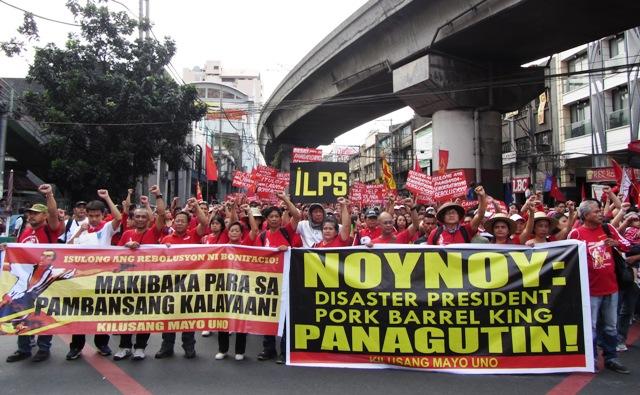 Marchers arriving at Mendiola, Nov 30, 2013 (Bulatlat.com)