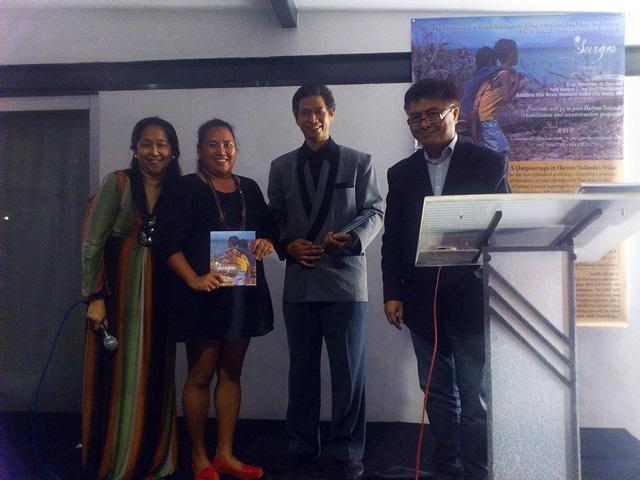 Bulatlat Reporter Pom Cahilog-Villanueva with publishers of Surges (Photo by J. Ellao / Bulatlat.com)
