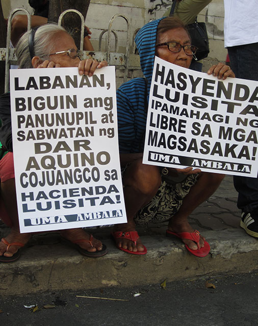 Farmers of Hacienda Luisita call on the Supreme Court to cite the Department of Agrarian Reform in contempt . (Photo by Ronalyn V. Olea/ Bulatlat.com)