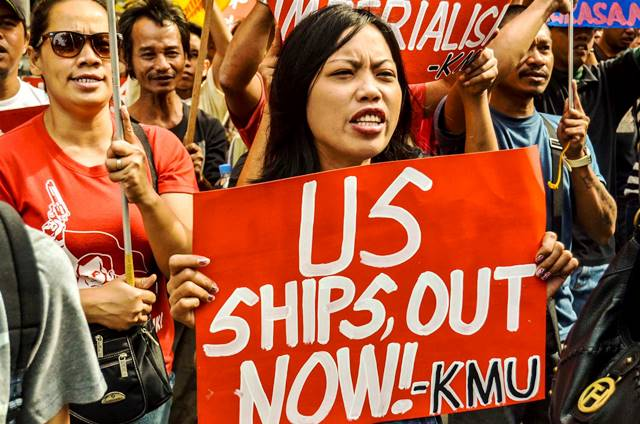 Women workers join march to US Embassy on first year of USS grounding in Tubbataha Reef (Photo by Loi Manalansan)