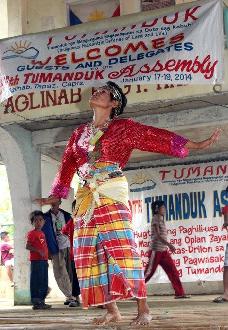 A tumandok woman dances the binanog, which mimics the hawks' courtship dance. (Photo by Raymund B. Villanueva / Bulatlat.com)
