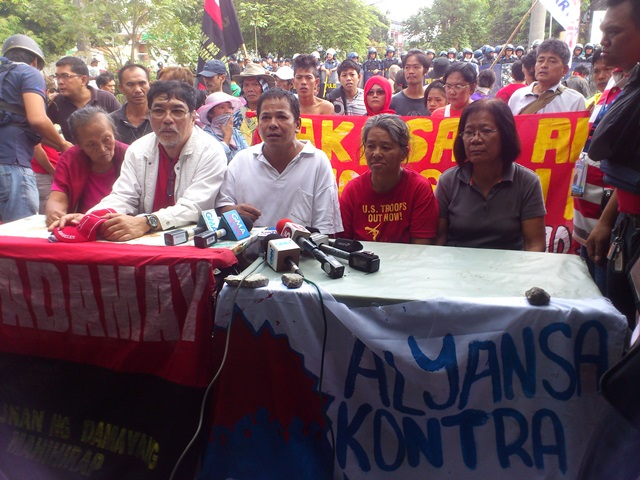 In a press conference, urban poor leaders decry that the demolition was an overkill. (Photo by J. Ellao / Bulatlat.com)