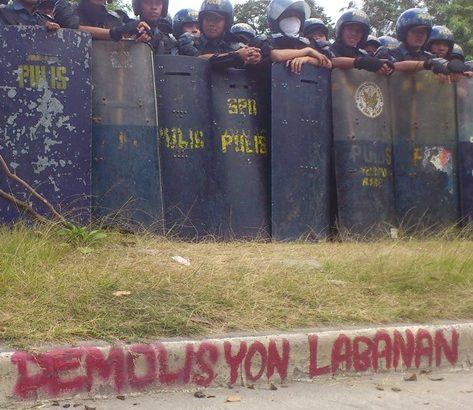 Gov't team, police demolish homes in Cavite