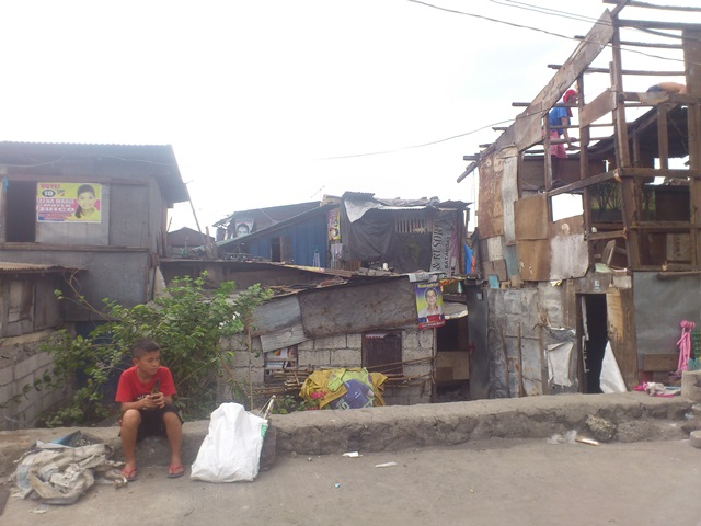 More homes in sitio San Roque are expected to be demolished in the coming days. (Photo by Janess Ann J. Ellao / Bulatlat.com)