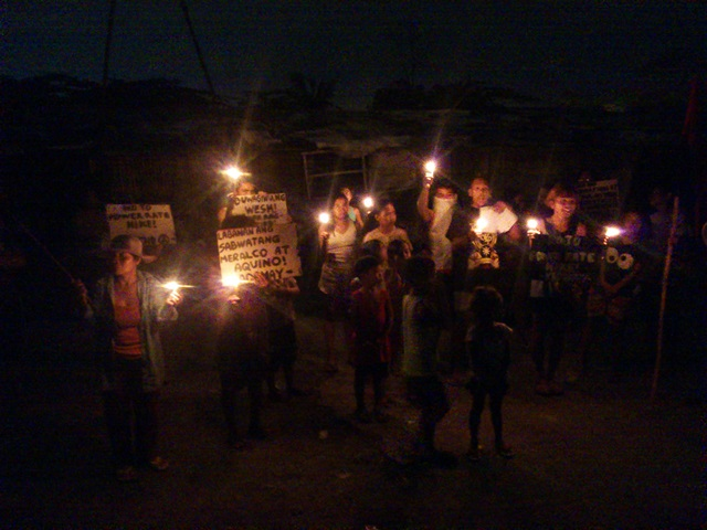 Urban poor held a light off protest in San Roque, North Triangle, Quezon City. (Photo by J. Ellao / Bulatlat.com)
