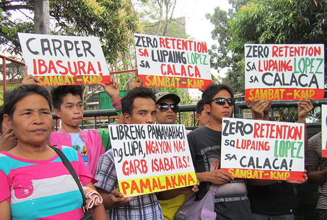 Rosa Segunial (far left) joins fellow farmers in a protest action in front of the Department of Agrarian Reform (DAR) national office, Feb. 18. (Photo by Ronalyn V. Olea/ Bulatlat.com)