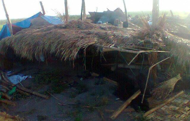 Luisita farmers held at gunpoint as Cojuangco-Aquinos's men destroy huts, crops