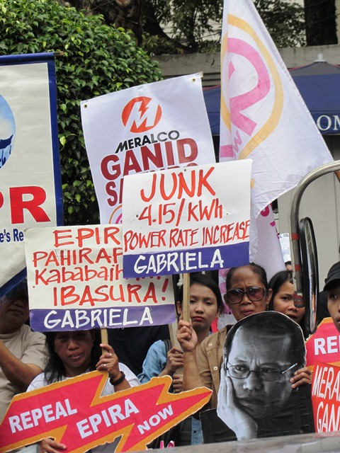 """Protesters assail Meralco for its """"greed."""" (Bulatlat File Photo, 2014)"""