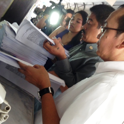 Employees of the Philippine Orthopedic Center with the National Union of Peoples' Lawyers filed Temporary Restraining Order at the Supreme Court to stop the hospital's modernization project. (Photo courtesy of Alliance of Health Workers/Bulatlat.com)