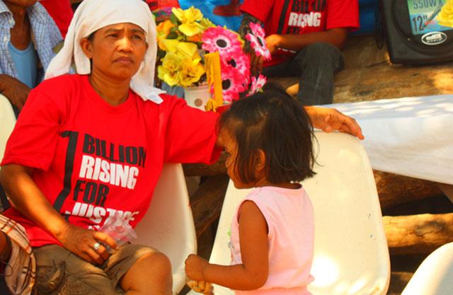 Elizabeth Cruz, widow of slain farm worker Tirso Cruz, joins the commemoration of the death anniversary of her husband and three other Hacienda Luisita martyrs, March 13. (Photo by Ronalyn V. Olea/ Bulatlat.com)