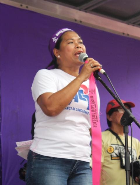 ACT Teachers Party's Joy Martinez shares the plight of public school teachers during a program at Liwasang Bonifacio, Manila. (Photo by Anne Marxze D. Umil / Bulatlat.com)