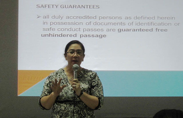 Lawyer Rachel Pastores explains the Joint Agreement on Safety and Immunity Guarantees. (Photo by Ronalyn V. Olea / Bulatlat.com )