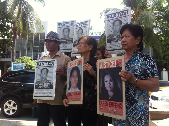 Mothers of two UP students, members of rights group slam delaying tactics of military. (Photo by Janess Ann J. Ellao / Bulatlat.com)