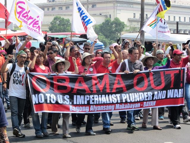 Marching to Mendiola, Apr 28 (Photo by M. Salamat)