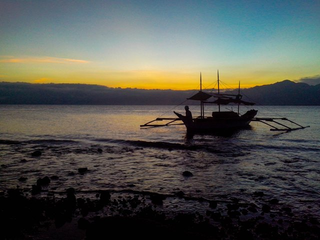 Takipsilim sa baybayin ng Casiguran bay (Kuha ni Clemente Bautista / Bulatlat.com)